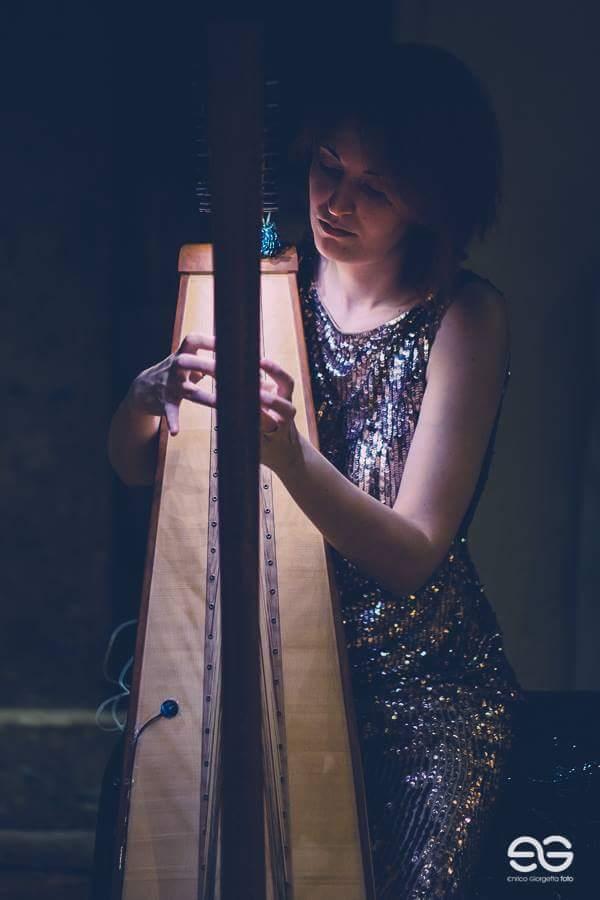 Vanessa D'Aversa M° Cross Strung Harfe 66 n.3